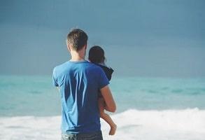 Congé paternité. 28 jours à partir de juillet 2021, dont 7 obligatoires
